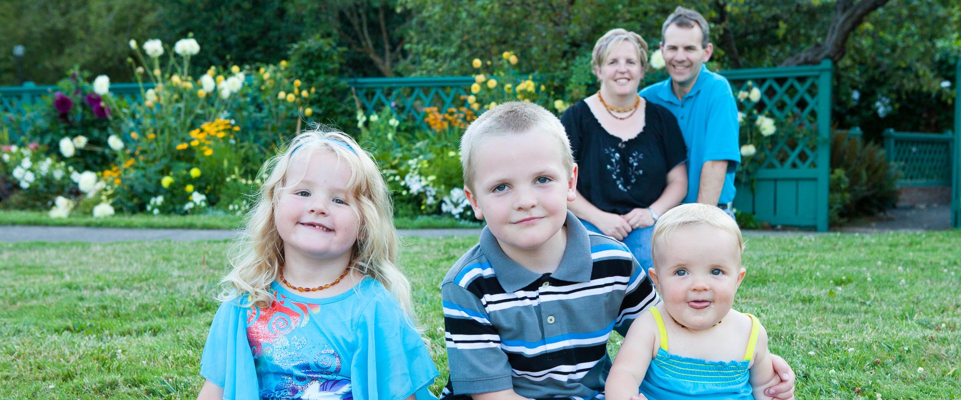 Family portrait at Deepwood Estate in Salem, Oregon